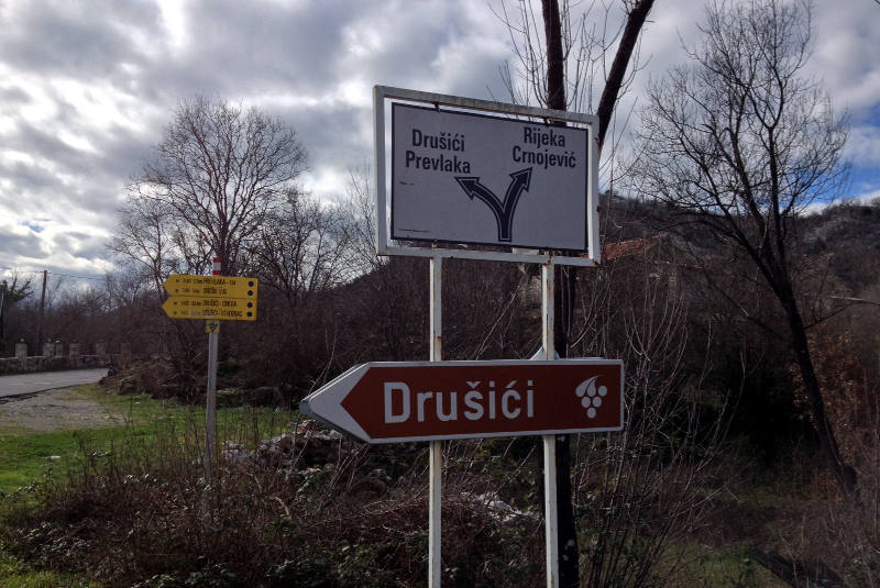 The signage pointing you to Drusici