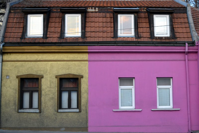 Contrast in Zemun. New paint.
