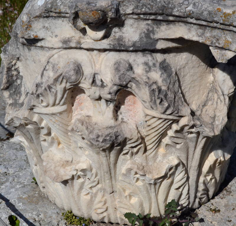 The top detail of a Corinth column
