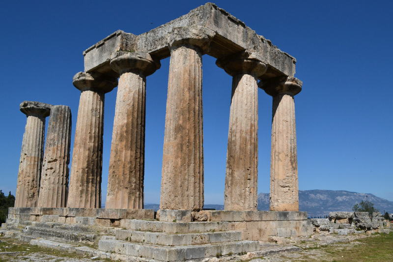 Temple of Apollo in ancient Corinth - Meanderbug