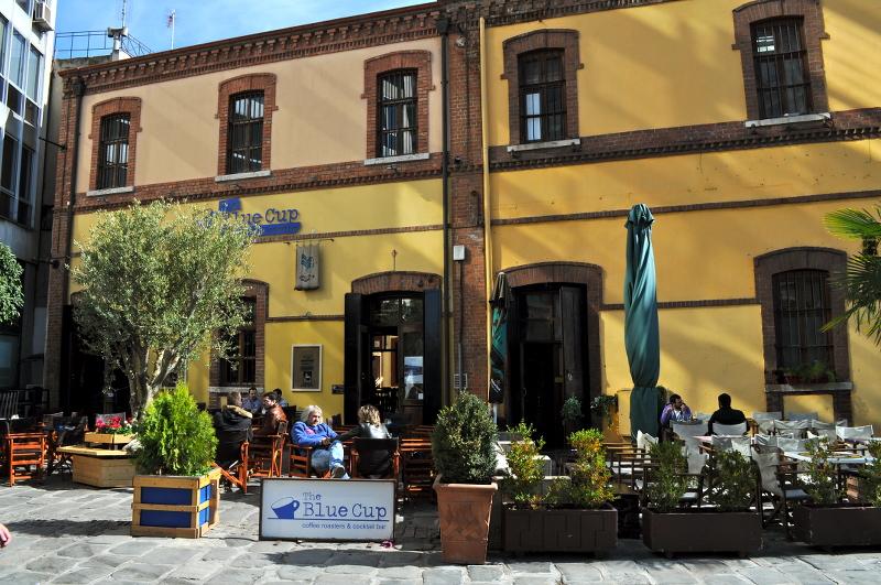 blue cup coffee, thessaloniki, greece - meanderbug