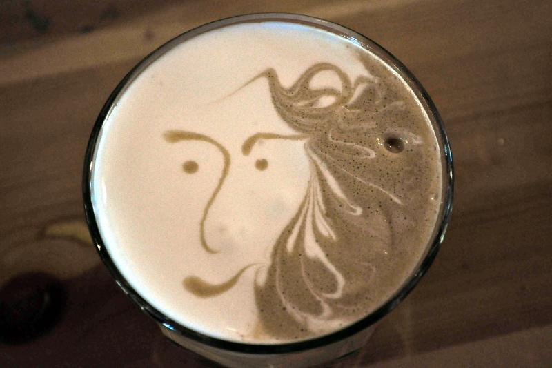 latte art, blue cup, thessaloniki coffee, greece - meanderbug