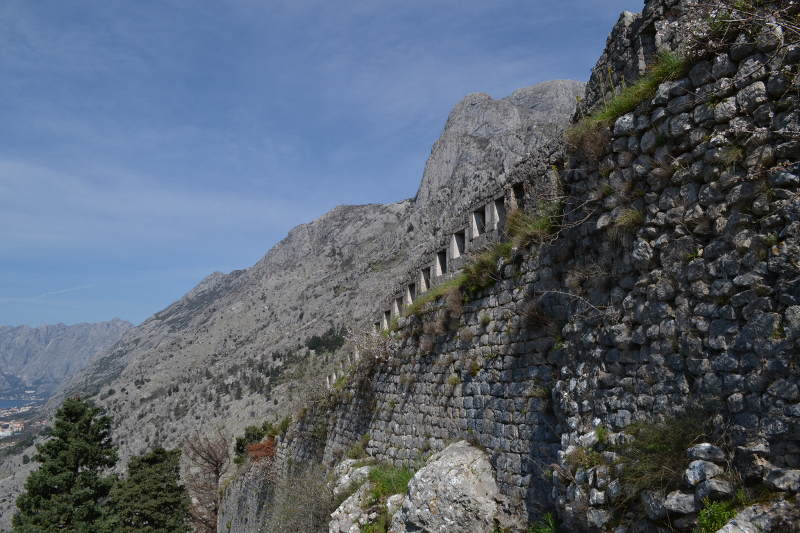 Highly defensible fortress - St. Johns in Kotor - Meanderbug