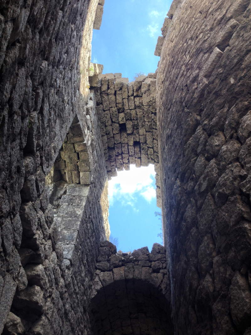 Looking up through ceiling at Kosmac fortress - meanderbug