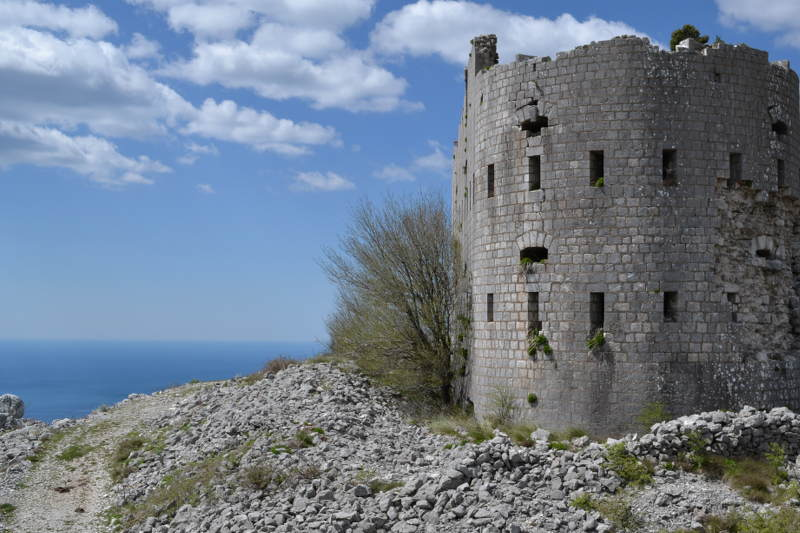 Fortress with ocean view - meanderbug