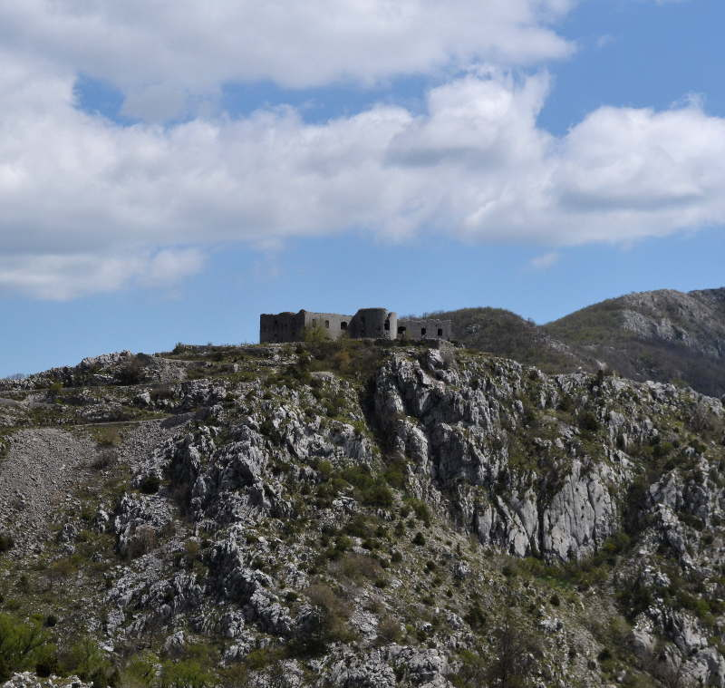 Kosmac fortress on a mountain - meanderbug