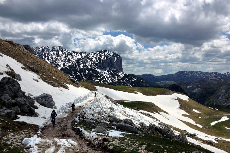 Mountain biking Durmitor in the snow - meanderbug