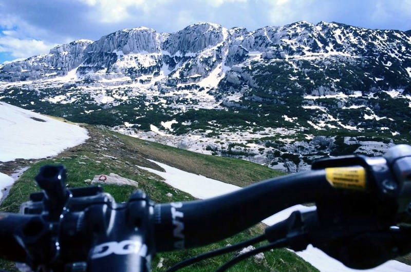 Mountain biking on Durmitor in Montenegro - Meanderbug