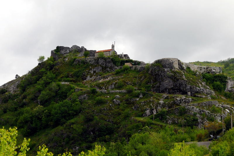 fortress-medun-central montenegro-meanderbug