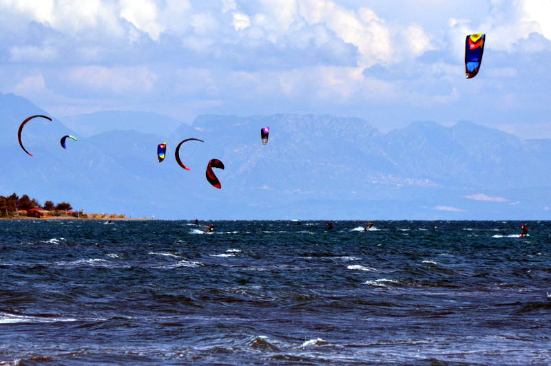 Kitesurfing in Ulcinj, Montenegro - meanderbug
