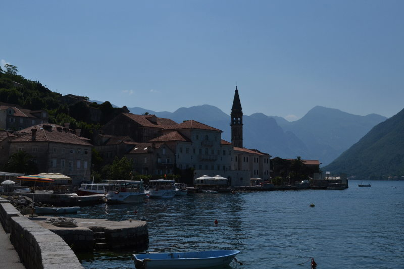 Perast wrapped in blue - meanderbug