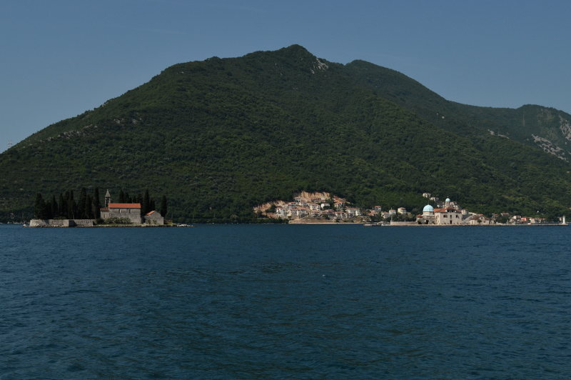 Perast island churches - meanderbug
