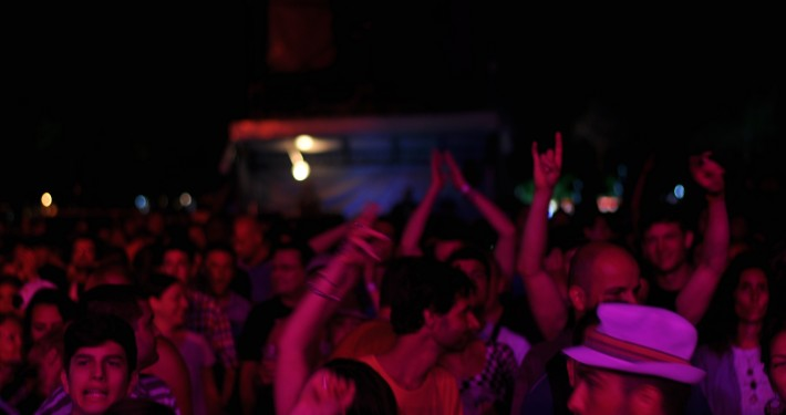 crowd sea dance