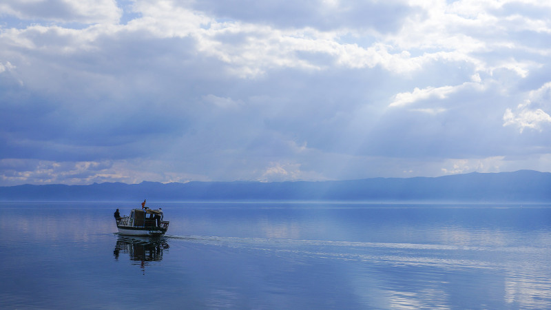 Fishing boat on Lake Ohrid - meanderbug