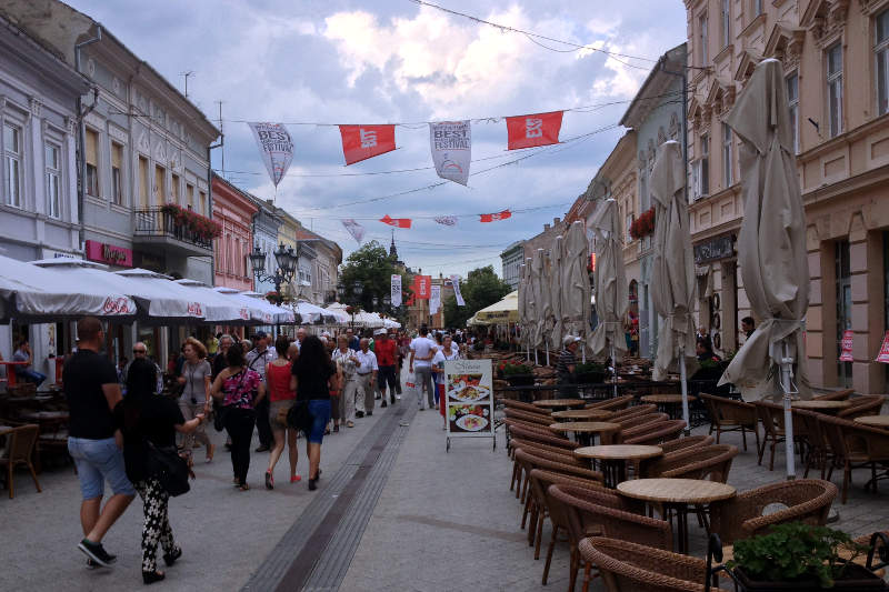 Outdoor cafes in Novi Sad - meanderbug