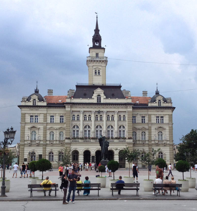 Novi Sad City Hall - meanderbug