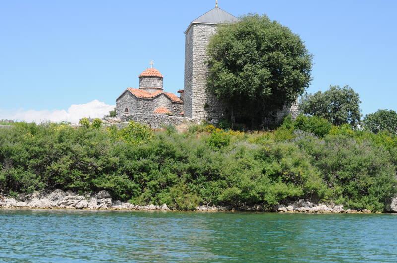 island-monastery-meanderbug