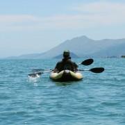 kayak-lakeskadar-montenegro-meanderbug