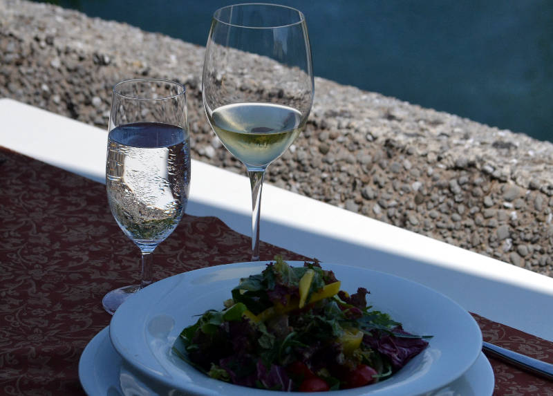Lunchtime at the Podgorica Hotel Restaurant - meanderbug