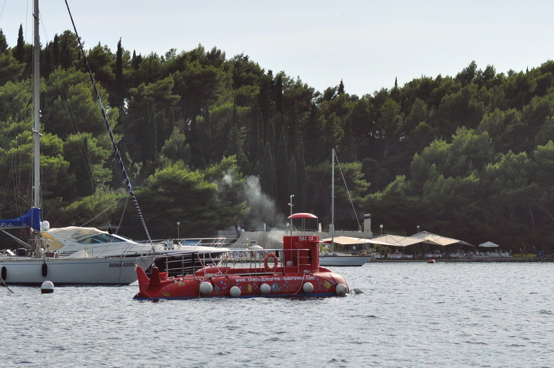 submarine tour - cavtat- meanderbug