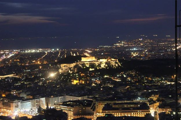 Acropolis at night - lycabettus - Athens - meanderbug