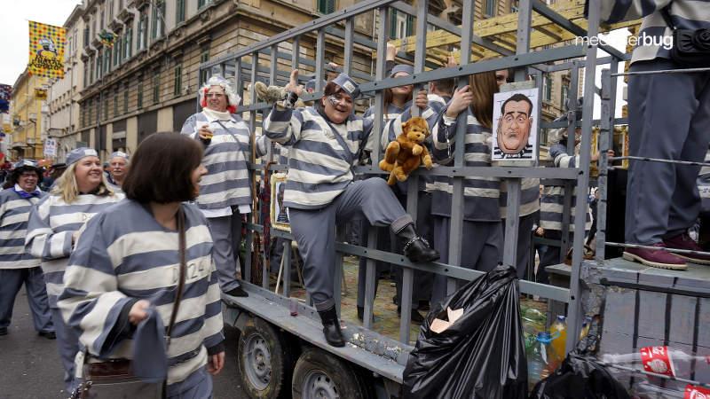 Inmates in Carnival parade in Rijeka - meanderbug