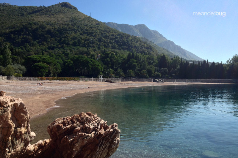 King's Beach near Sveti Stefan - meanderbug