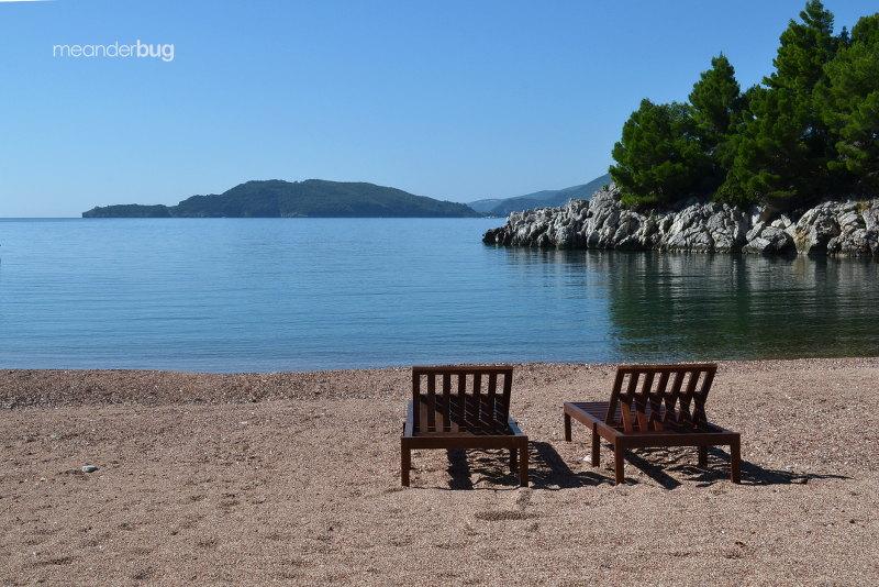 Queens Beach in Montenegro near Villa Miločer - meanderbug