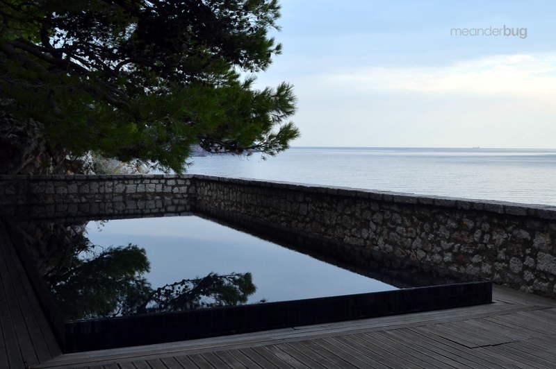 Smaller pool on Sveti Stefan - meanderbug