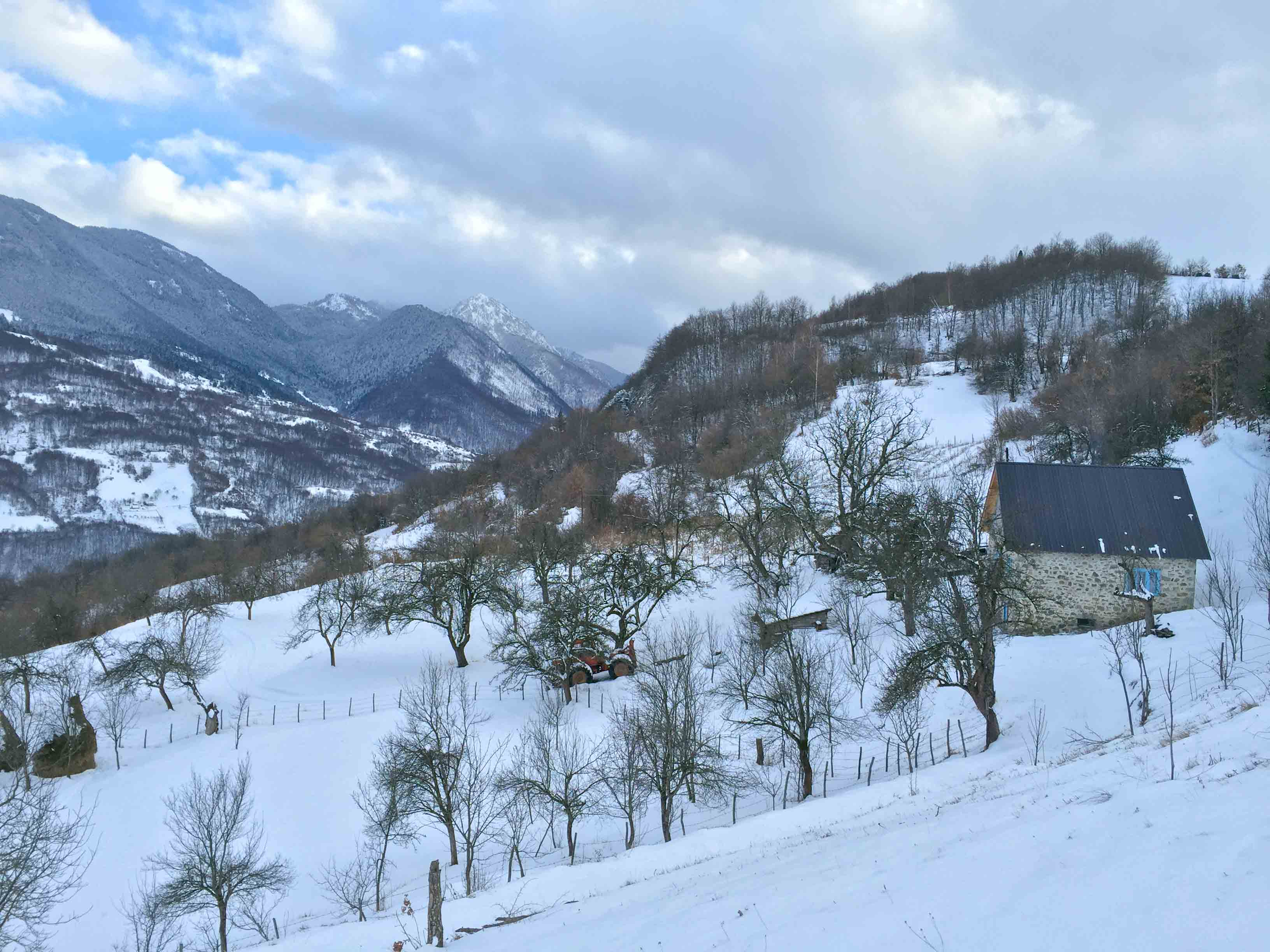 Vucjelic Do in winter - member of the Meanderbug farm stay network