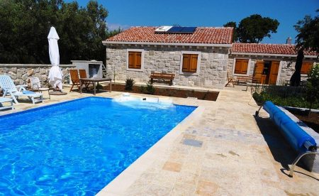 Villa and swimming pool lodging in Montenegro for travelers