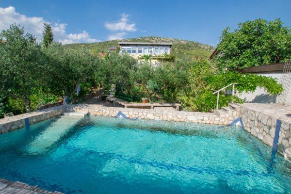 Terra Viva Family Home Near Medjugorje swimming pool