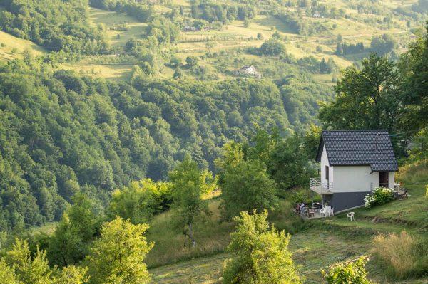 Eco-estate-under-Bjelasica